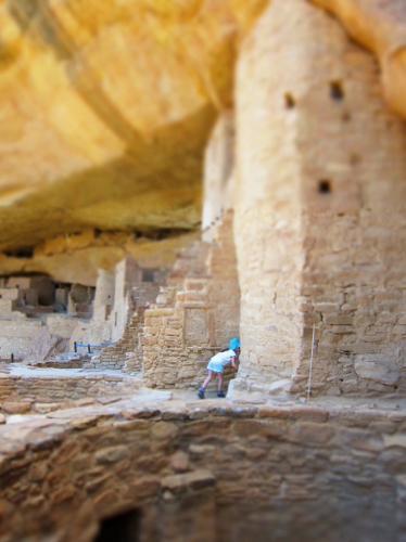 Petite Fille Miniature à Mesa Verde